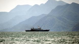 Visszafordítottak két menekültszállító hajót