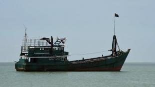 Sorban robbantják fel az halászokhajókat az indonéz hatóságok