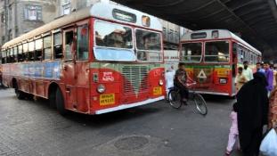 Munkában az első női buszsofőr Delhiben