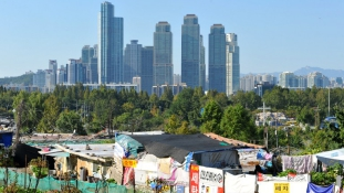 Lerombolják a kunyhóvárost a szupergazdag Gangnam szomszédságában