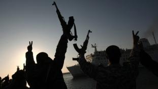 Török teherhajót támadtak meg Líbia partjainál