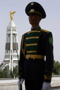 Türkménbasi szobra még az eredeti helyén, 2008.07.04. (Europress/AFP)