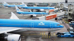 Az amszterdami reptér lehet az Öböl-menti társaságokkal vívott légi háború új csatatere