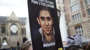 Még mindig rácsok mögött a szaúdi blogger