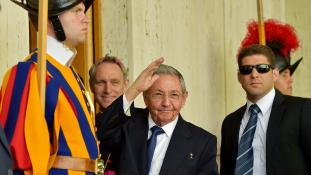 Raul Castro magánkihallgatáson a pápánál