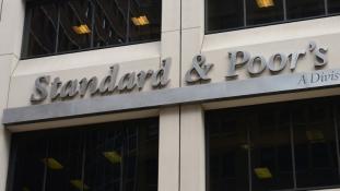 Végre jelzett a hitelminősítő: nem reménytelen a gazdaság