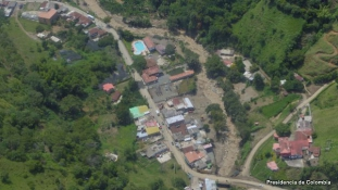 Földcsuszamlás ölt meg 61 embert Kolumbia keleti részén
