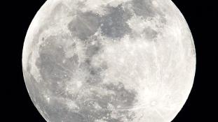 Kína az első akar lenni a Hold sötét oldalán
