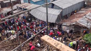 Halálos falomlás és ítéletidő Nairobiban