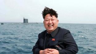 Új víz alatti ballisztikus rakétát tesztelt Kim Dzsong Un