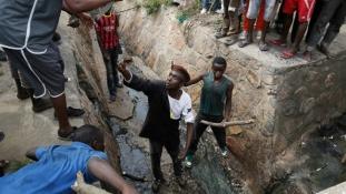 Politikai krízis Burundiban: Elevenen égettek el egy embert a tüntetők