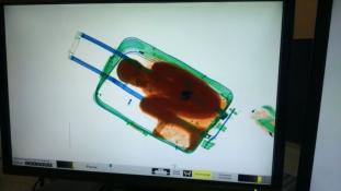 Megúszta a kitoloncolást a bőröndben csempészett afrikai kisfiú