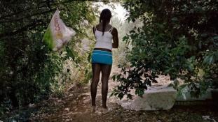 Testüket árulják a nigériai gazdasági bevándorlók Olaszországban – fotókkal