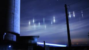 Furcsa fények a japán égen