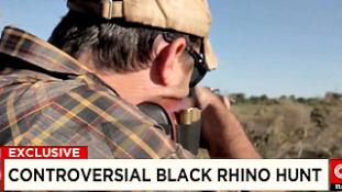 Felejthetetlen vadászat: Minden bizonnyal a világ egyik legdrágább orrszarvúját lőtték ki Namíbiában (videóval)