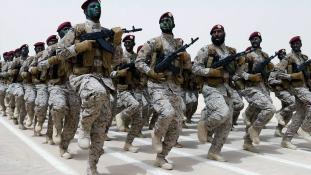 Jemeni találós kérdés: Mi az? Fekete ruhát, maszkot visel és Ádenben mászkál?