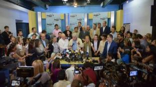 Dolgavégezetlenül távozott Felipe González Venezuelából