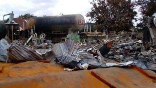 Felrobbant egy benzinkút – legalább 100 halott