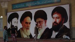 Khomeini a falon – Teheráni képriport