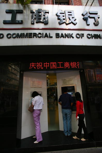 Industrial and Commercial Bank Of China Makes Hong Kong Trading Debut
