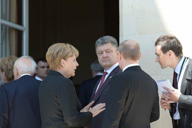 Angela Merkel, Petro Porosenko és Vlagyimir Putyin a Normandiai Partraszállás 70. évfordulóján, 2014.06.06.