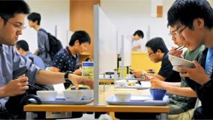 Miért nem akarnak kapcsolatot a japán fiatalok?