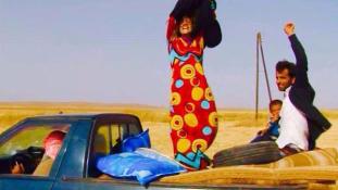 Így dobták le magukról a fekete leplet az Iszlám Államból szabadult nők