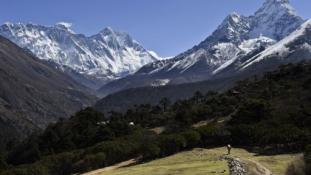 Arrébb ment a Mount Everest