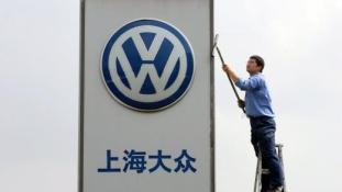 VW: arccal az elektromos autó és Kína felé