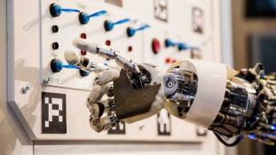 Egy robot átment egy öntudatosságot tesztelő felmérésen