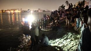 Eljegyzést ünnepeltek a Níluson elsüllyedt hajón
