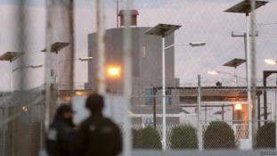 A drogbáró kivilágított és jól szellőző alagúton át távozott a börtönből