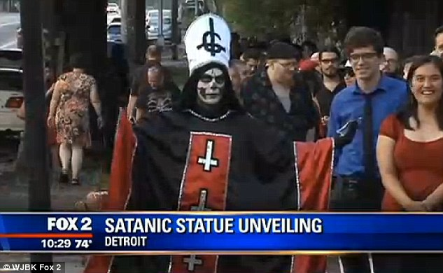 2ADE07F000000578-0-Hundreds_of_people_waited_in_line_to_The_Satanic_Temple_s_unveil-m-24_1437954221990