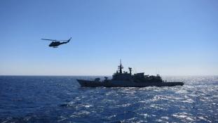 Megkezdődött a földközi-tengeri uniós katonai művelet