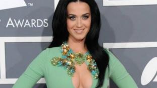 Katy Perry kicsapta a biztosítékot az apácáknál