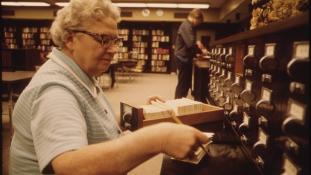 Nem minden könyvtáros flegma, kioktató és rozoga