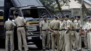 Terror Indiában – lövések a buszmegállóban és a rendőrségen