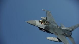 Magángéppel ütközött egy F-16-os