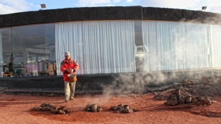 Vulkánon sütik a húst
