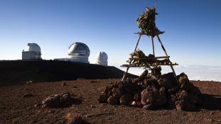 Kémlelhetik-e a csillagászok az eget a szent vulkán tetejéről?