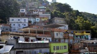 Lakjon  egy favelában az olimpia alatt Rióban