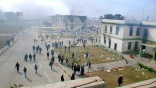 Kadhafi hívei lövöldöztek Bengáziban
