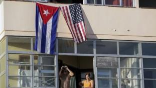 Tiltakozók itt is, ott is – megnyílt az USA nagykövetsége Havannában