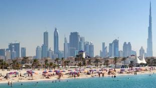 Döbbenet Dubajban: egy apa megakadályozta, hogy a lányát kimentsék a vízből