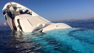 Elsüllyedt egy luxusjacht Míkonosz szigeténél (videóval)