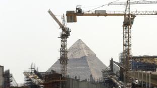 Adományok és nemzetközi vezetés: 2018-ra ígérik az új Egyiptomi Múzeumot