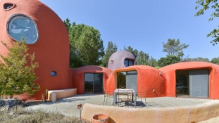 Subidubidú, eladó a Flintstones villa