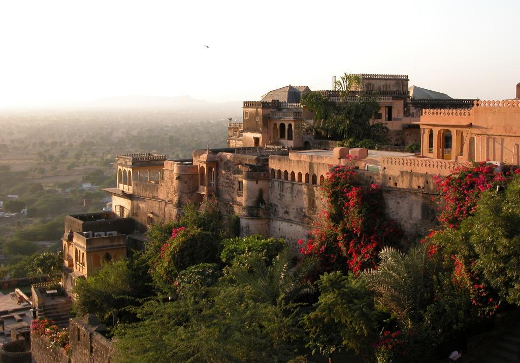 Új-Delhitől 122 kilométerre, Neemrana Fort-Palace