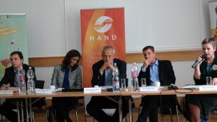 Ötpárti vita a menekültválságról