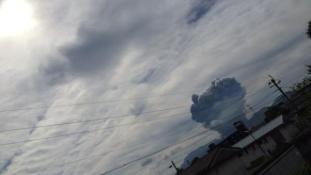 Vulkánkitörés Japánban – Evakuálták a turistákat